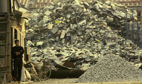 La inmensa densidad de los desechos electrónicos en el mundo